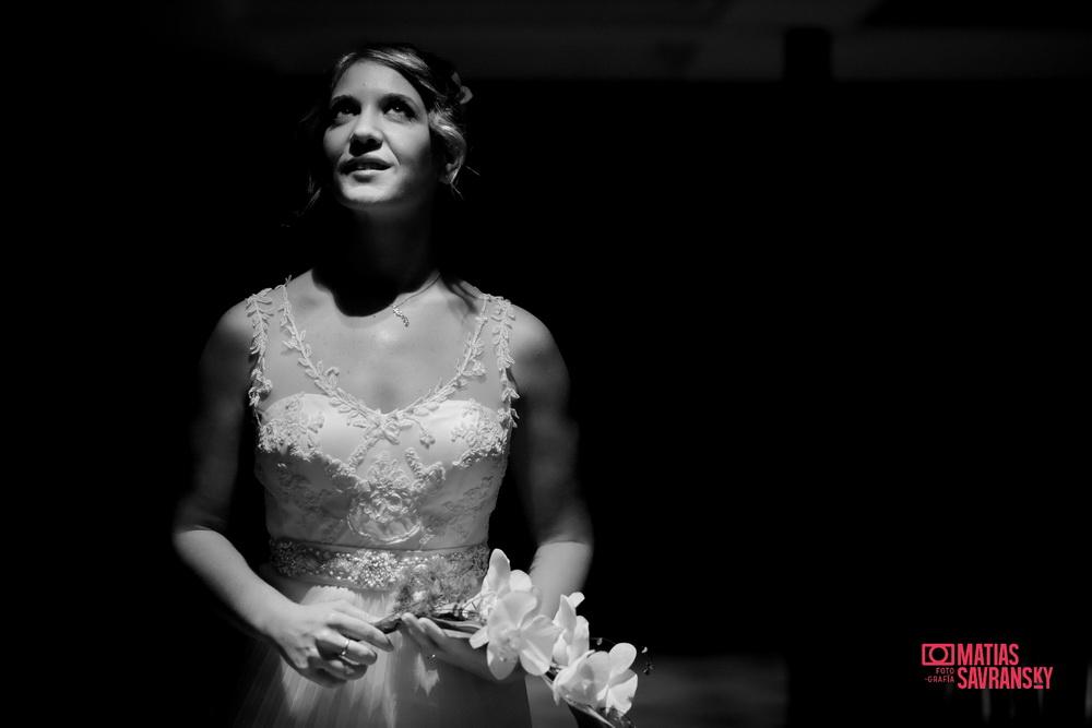 Fotos de la boda de Lucia y Ramiro preparativos de la novia en Sheraton Pilar por Matias Savransky fotografia