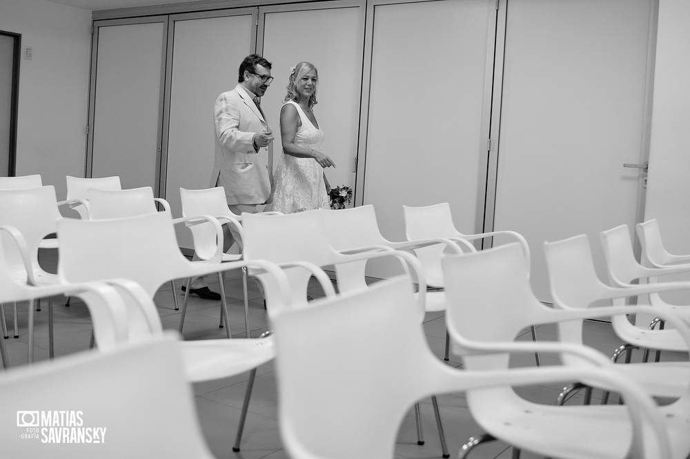 Fotos del casamiento de Adriana y Fernando en el civil de Av Cabildo por Matias Savransky fotografia
