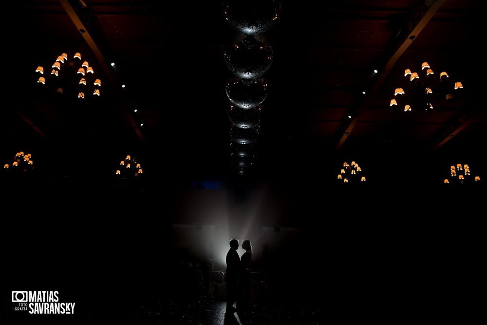 Fotos del casamiento de Adriana y Fernando en el salon Santa Lucia por Matias Savransky fotografia