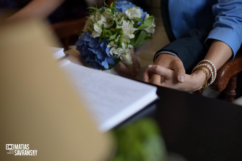 fotos de casamiento en el civil de olivos de lucia y patricio por matias savransky fotografia