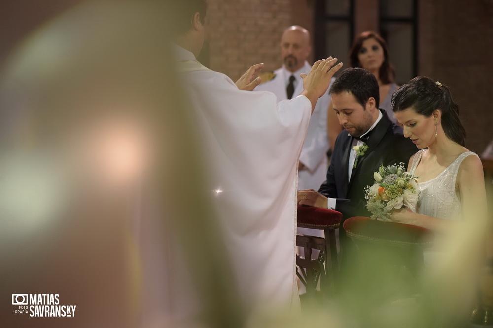 fotos de casamiento en la iglesia san gabriel de vicente lopez de lucia y patricio por matias savransky fotografia