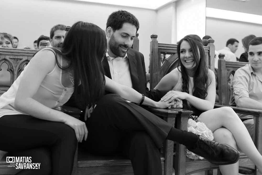 Fotos de casamiento en el registro civil de la calle uruguay de Carla y Gustavo por Matias Savransky fotografo