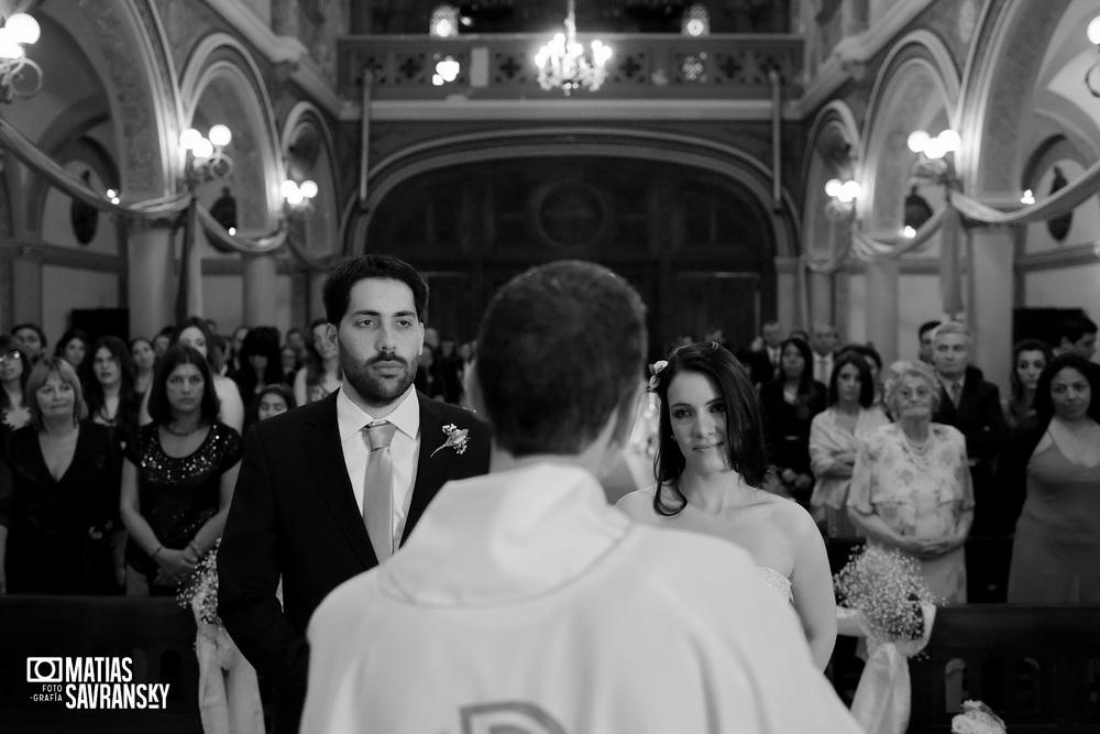 Fotos de casamiento en la iglesia San Rafael Arcangel de Carla y Gustavo por Matias Savransky fotografo