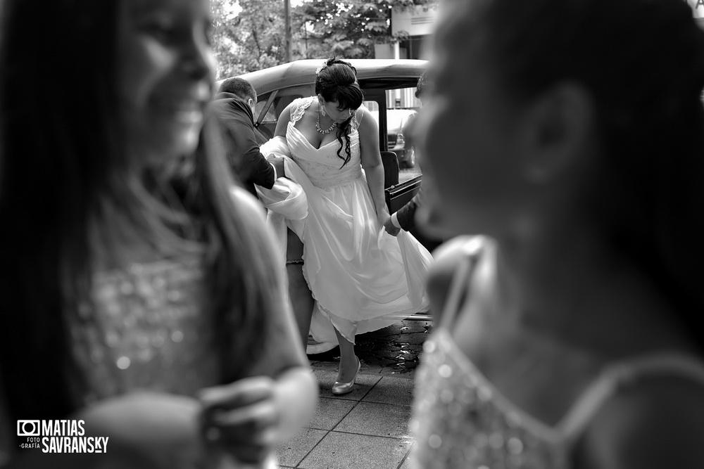 Fotos de casamiento en la iglesia Santisima Trinidad de Rafael Calzada por Matias Savransky fotografia
