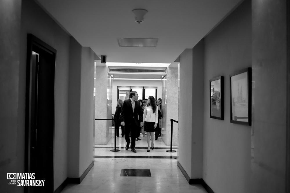 Fotos de casamiento en el registro civil de la calle Uruguay de Nati y Javi por Matias Savransky fotografia