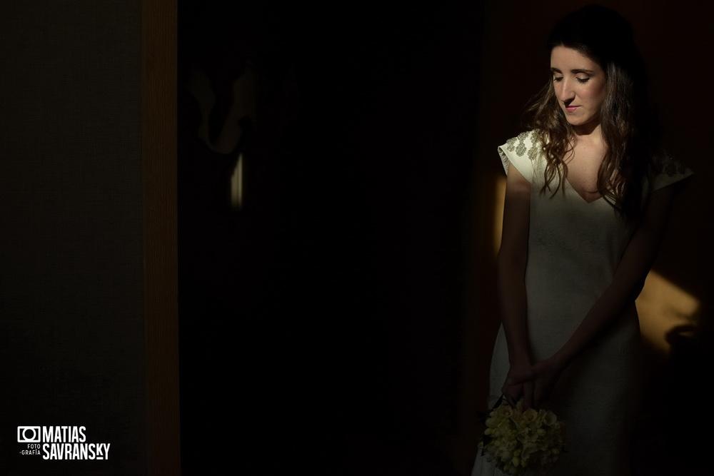 Fotos de casamiento previa de la novia en el Palacio Duhau de Nati y Javi por Matias Savransky fotografia