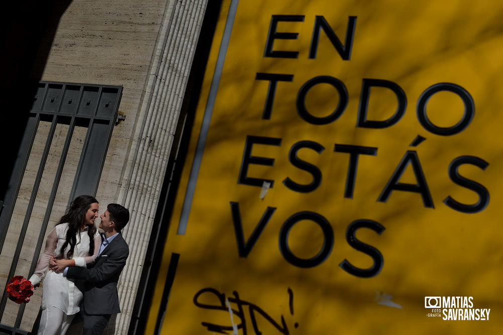 Foto casamiento registro civil central calle Uruguay de Mailen y Sacha por Matias Savransky fotografo Buenos Aires