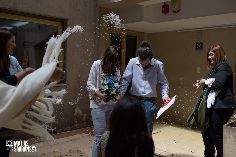 foto de casamiento civil central calle uruguay de helga y german por matias savransky fotografo buenos aires