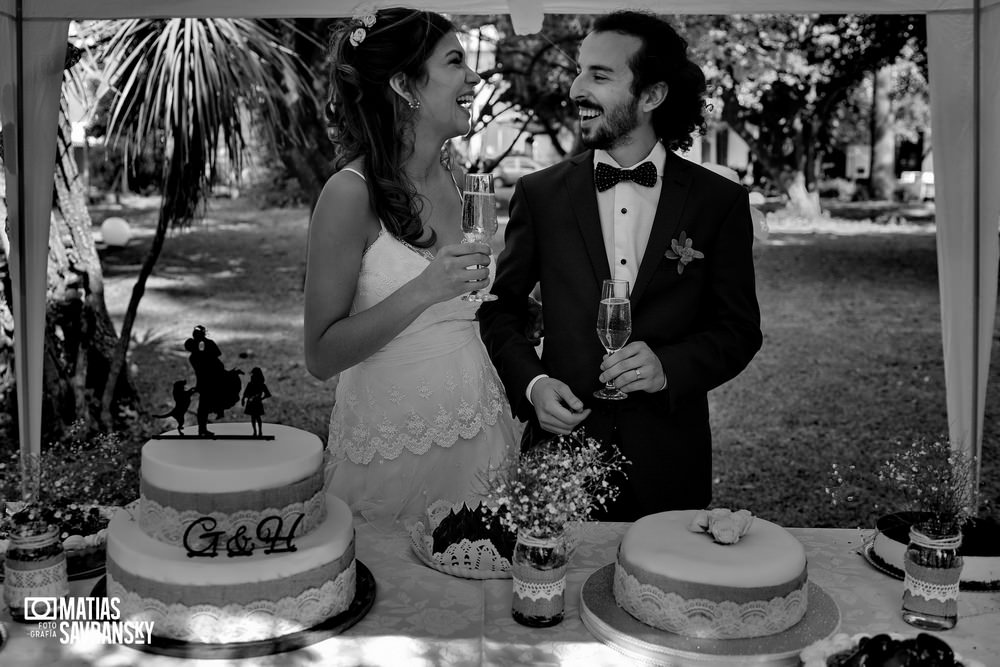 foto de casamiento en iglesia rios de vida quilmes de helga y german por matias savransky fotografo buenos aires