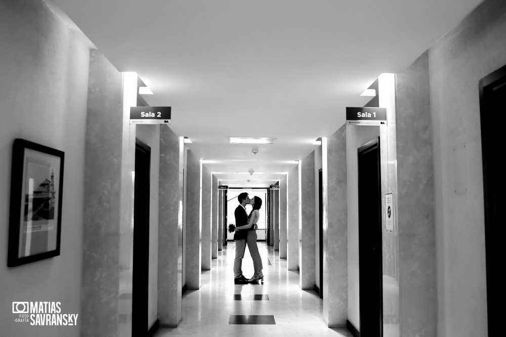 foto casamiento registro civil central calle uruguay por matias savransky fotografo buenos aires